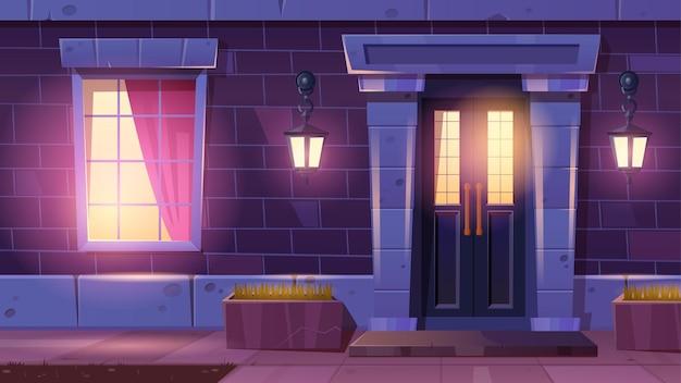 Fachada de la casa con puerta y ventana por la noche
