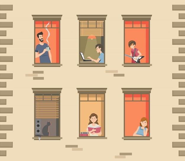 Fachada del edificio de apartamentos con vecinos y gatos