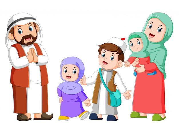 Familia árabe feliz pareja con hijos