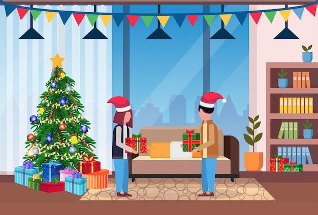 Familia en casa para navidad