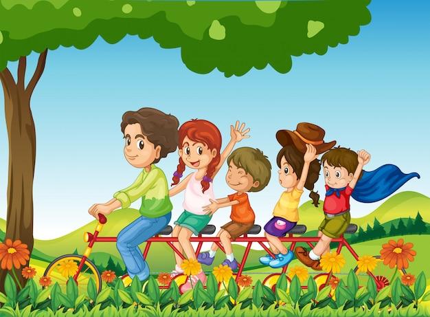 Una familia feliz en bicicleta