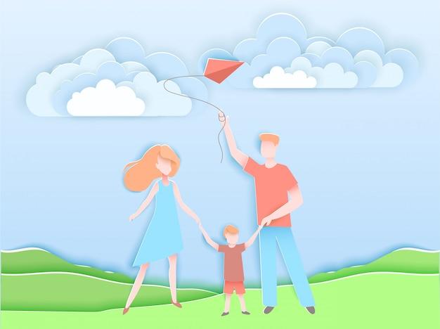 Familia feliz caminando en un parque con niños.