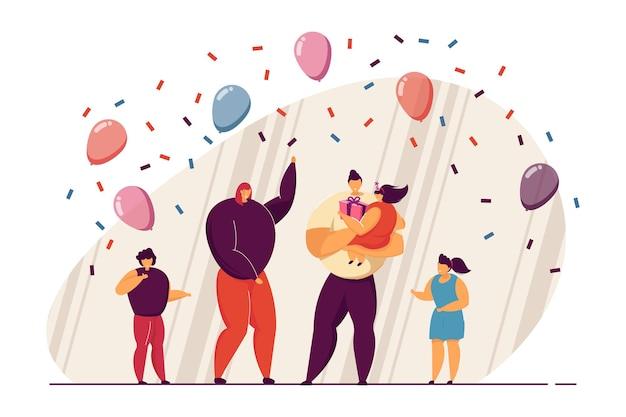 Familia feliz celebrando el cumpleaños de la hija. padre sosteniendo a niña con presente, globos, confeti ilustración vectorial plana. familia, concepto de fiesta de cumpleaños para banner, diseño de sitio web o página de destino