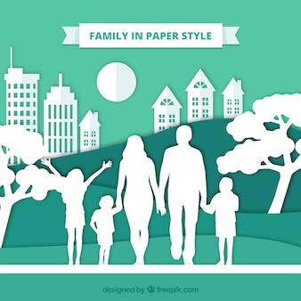 Familia feliz con estilo de papel