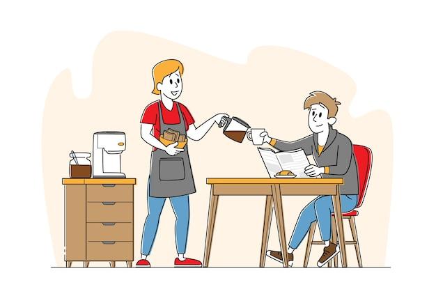 Familia feliz pareja desayuno personajes, joven sentado en la mesa mujer con panadería fresca en manos vierte café caliente en taza.