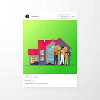 Familia feliz de pie juntos frente a la ilustración de vector plano de casa. gente de dibujos animados posando para la foto afuera. concepto de felicidad y amor.