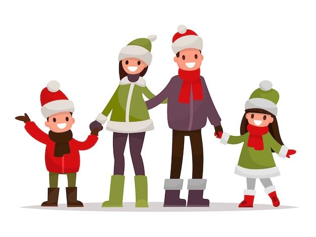 La familia feliz se vistió en ropa del invierno en un fondo blanco.