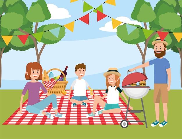 Familia en el mantel y divertido picnic recreativo con canasta.