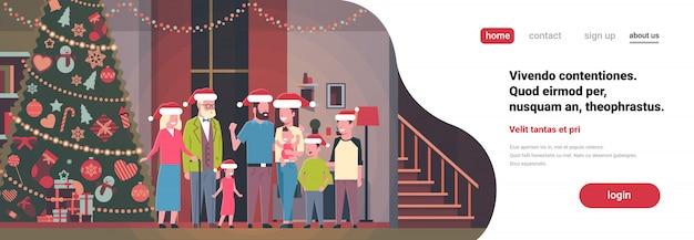 Familia de múltiples generaciones de pie juntos en casa cerca de abeto decorado feliz año nuevo feliz navidad concepto