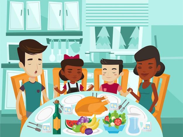 Familia multirracial rezando en la mesa festiva.