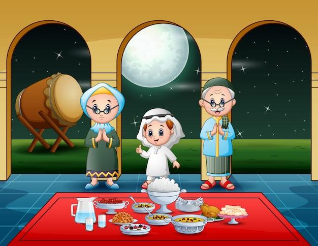 Familia musulmana celebrando fiesta iftar