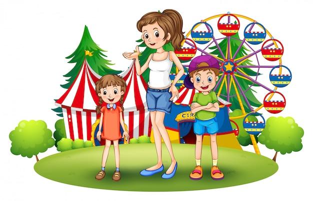 Una familia en el parque de diversiones con una noria.