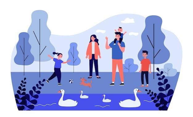 Familia pasando tiempo juntos en el parque