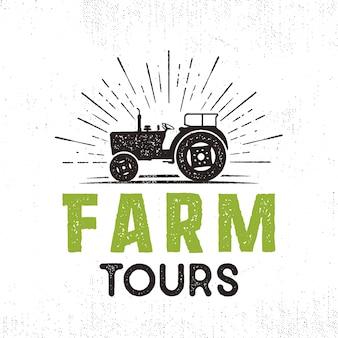 Farm tours vector logo con tractor y sunbursts. estilo retro. aislado