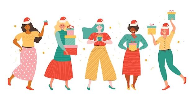 Felices mujeres jóvenes de diferentes nacionalidades con sombreros de santa