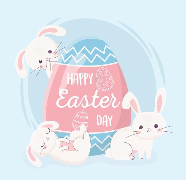 Felices pascuas, conejitos de día con gran huevo decorativo tarjeta