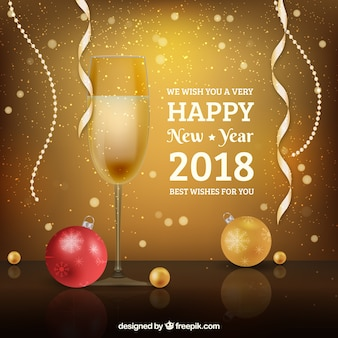 Feliz año nuevo 2018 con diseño realista y copa de champán y bolas de navidad