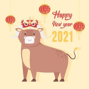 Feliz año nuevo 2021 chino, buey de dibujos animados con decoración en la cabeza y linternas