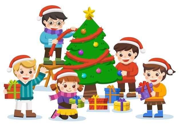 Feliz año nuevo y feliz navidad con adorables niños, muñeco de nieve y árbol de navidad.