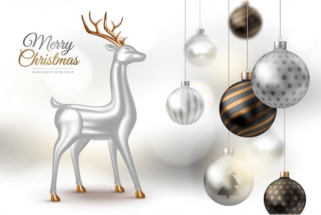 Feliz año nuevo y feliz navidad. fondo claro con bolas de navidad realistas y ciervos plateados.