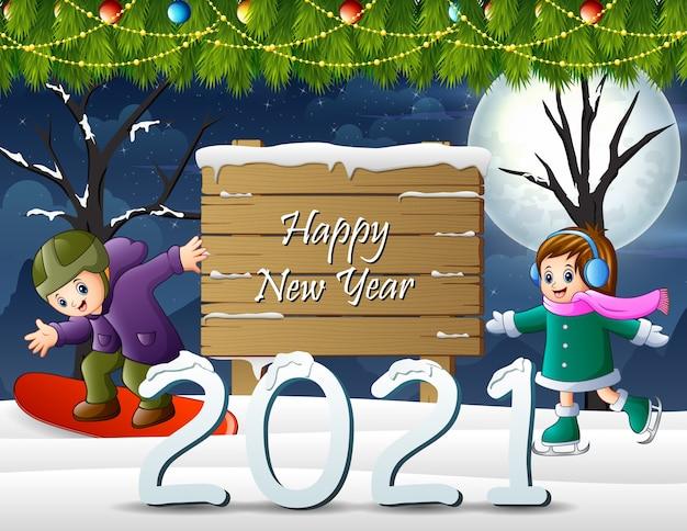 Feliz año nuevo con niños jugando