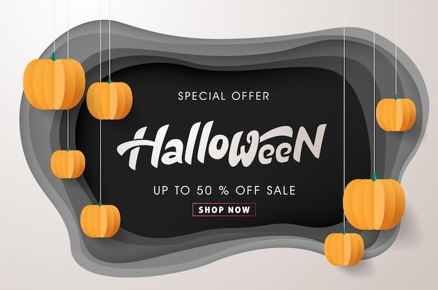 Feliz caligrafía de halloween con calabazas de papel.