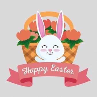 Feliz conejo con cinta y flores dentro de la canasta