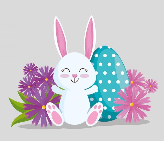 Feliz conejo con decoración de poitas de huevo