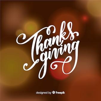 Feliz día de gracias letras sobre fondo borroso