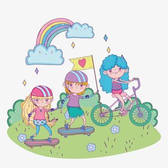 Feliz día de los niños, niños montando bicicleta y patinetas en el parque
