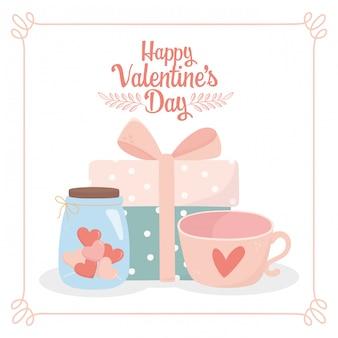Feliz día de san valentín envuelto caja de regalo taza de café y tarro corazón de cristal tarjeta de amor