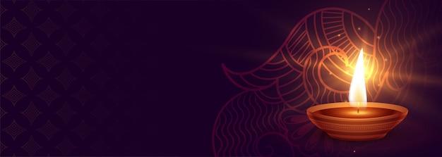 Feliz diwali diya enciende la bandera púrpura