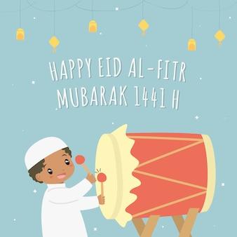 Feliz eid al-fitr 1441 h tarjeta vector. chico afroamericano musulmán golpeando bedug de color rojo