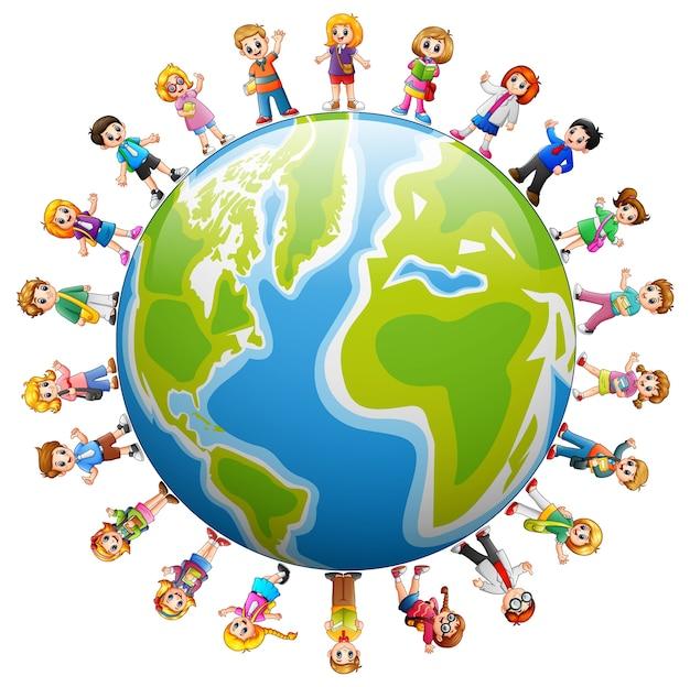 Feliz grupo de niños de pie alrededor del mundo