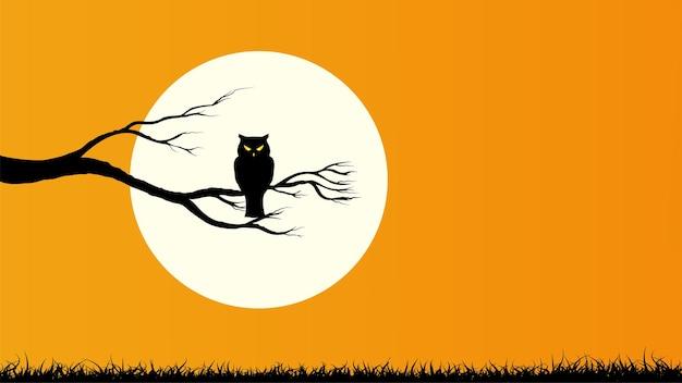Feliz halloween con búho sosteniendo en la rama de un árbol y luna llena fondo de color naranja