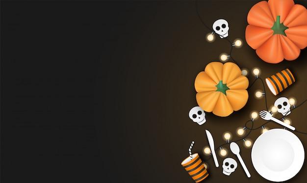 Feliz halloween con calabaza y vajilla sobre fondo negro.