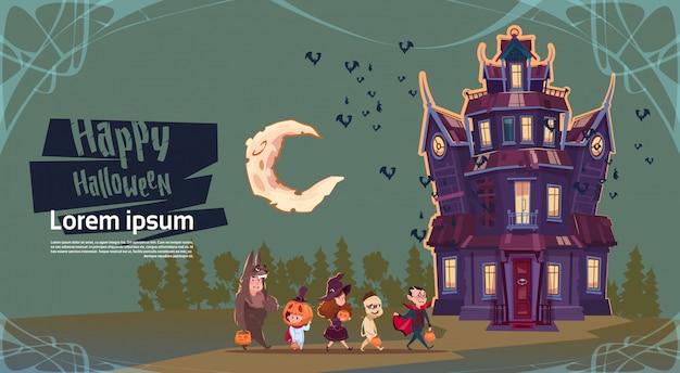 Feliz halloween monstruos lindos caminando al castillo gótico. concepto de tarjeta de felicitación