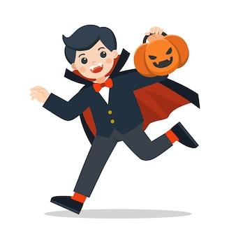 Feliz halloween. niño en drácula en traje de drácula con cesta de calabaza para trick or treat sobre fondo blanco.