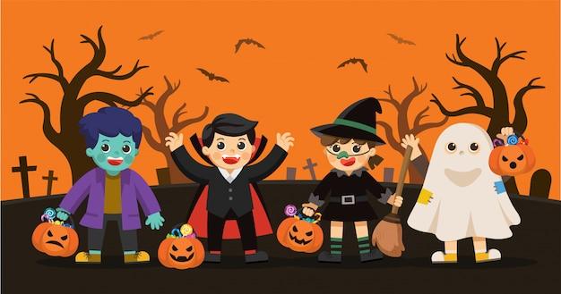 Feliz halloween. niños vestidos con disfraces de halloween para ir a trick or treating.