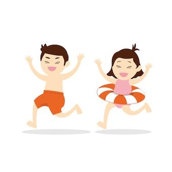 Feliz lindo niño y niña corriendo a la playa