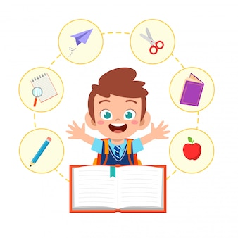 Feliz lindo niño niño escolar leer libro