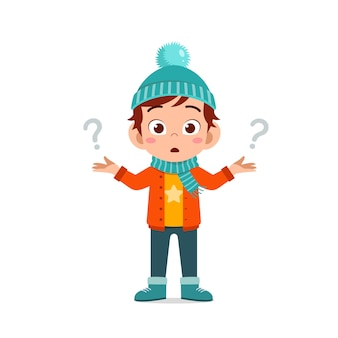 Feliz lindo pequeño se siente confundido y usa chaqueta en temporada de invierno