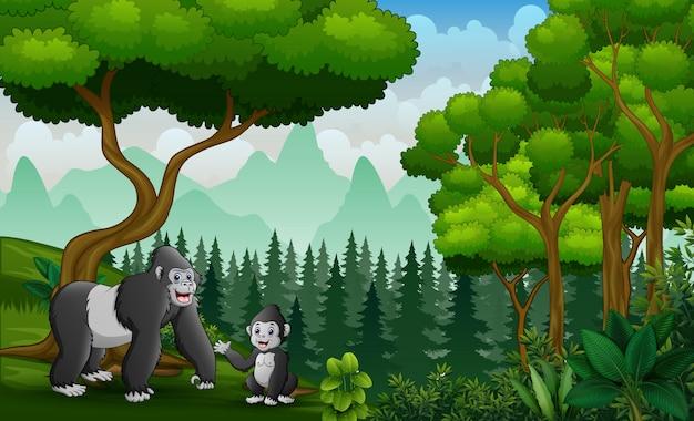 Feliz madre gorila con su bebé en la selva