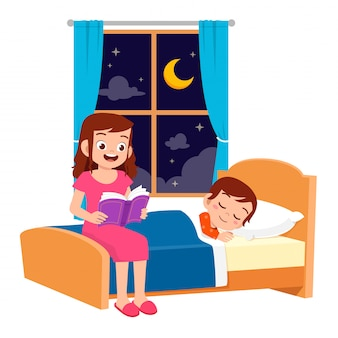 Feliz mamá cuenta la historia en la habitación de la cama al hijo