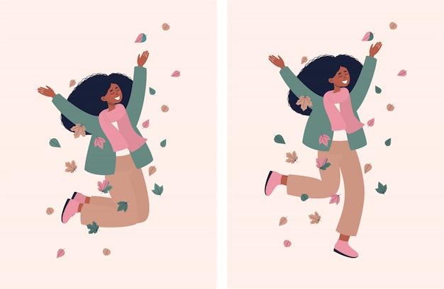Feliz mujer afro saltando y sonriendo con hojas de otoño