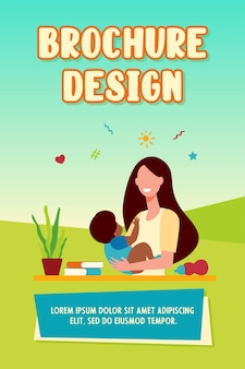 Feliz mujer sosteniendo bebé y sonriendo plantilla de folleto