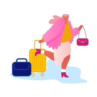 Feliz mujer viajero de moda con equipaje inn al hotel por la noche.