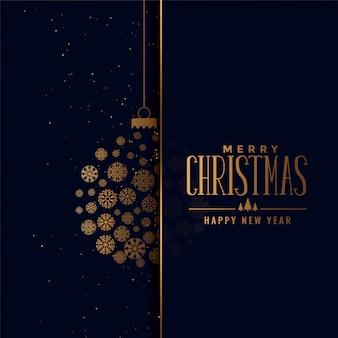 Feliz navidad bola de oro hecha con copos de nieve de fondo