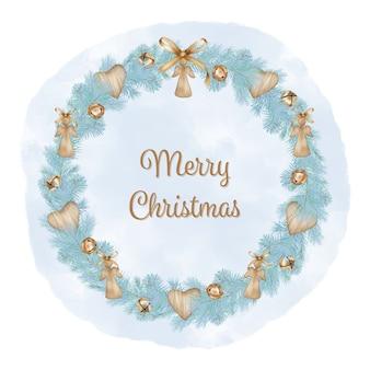 Feliz navidad corona con ramas de pino, ángel de juguete y cinta