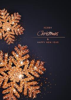 Feliz navidad y feliz año nuevo copos de nieve de oro. fondo de navidad con fondo vertical de copos de nieve de oro brillante